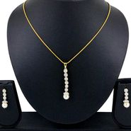 Spargz Pendant Set With Pearl Drop_Aips157