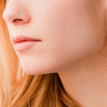 Avsar Real Gold & Swarovski Stone Chitra Nose Pin_Av05yb